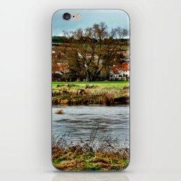 Dorf am Fluss iPhone Skin