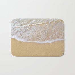 Beautiful wave surfing on a sandy beach Bath Mat