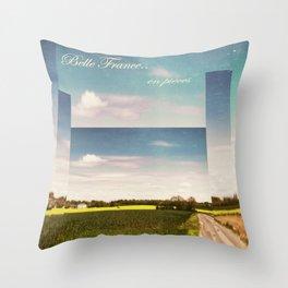 Belle France, en pièces Throw Pillow