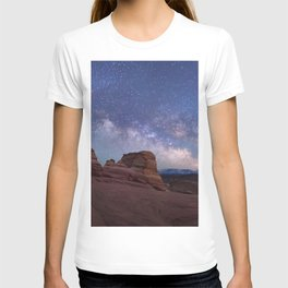 Delicate Arch Under the Starry Sky in Arches National Park Panorama T-shirt