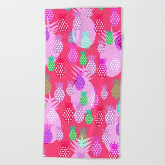 Pink tropical pineapples Beach Towel