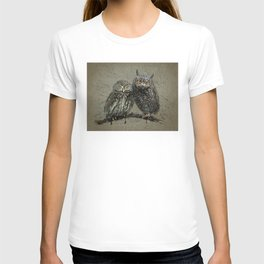 Little owl's background T-shirt