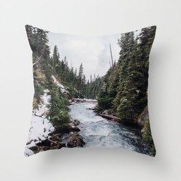 BEAUTIFUL STREAM AND MOUNTAINS Throw Pillow