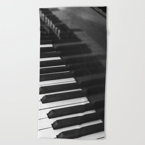 Old grand piano Beach Towel