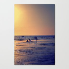 Walking by the sea Canvas Print