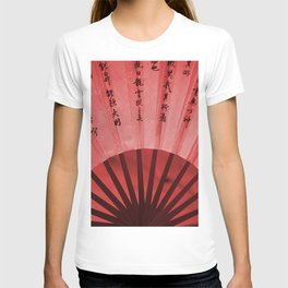 Chinese Umbrella in red Colors T-shirt