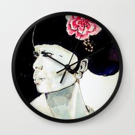 Jeune femme au chignon Wall Clock