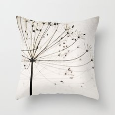 Herbstblume Throw Pillow
