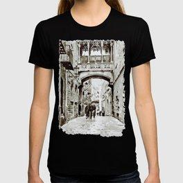Carrer del Bisbe - Barcelona Black and White T-shirt