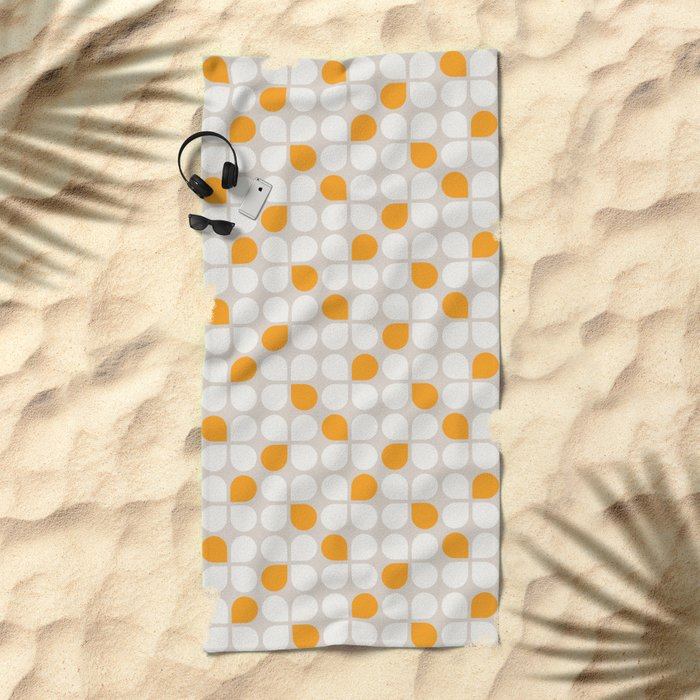 Daisy Crush Floral Pattern Beach Towel