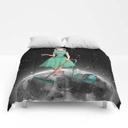 Housewife on the moon Comforters