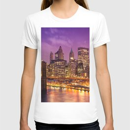 Awesome Brooklyn Bridge Magnificent Manhattan Skyline Citylights At Romantic Evening Red Ultra HD T-shirt