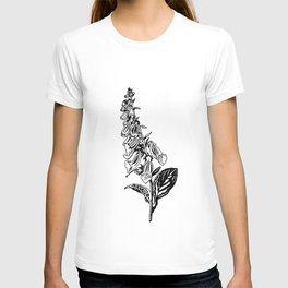 wild flower: digitalis purpurea T-shirt