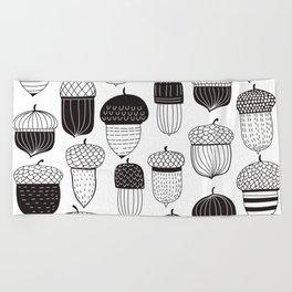 Doodle acorns autumn pattern Beach Towel