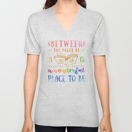 Between the pages Unisex V-Neck