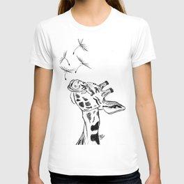 Giraffe blowing dandelion seeds T-shirt