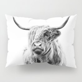 portrait of a highland cow Pillow Sham