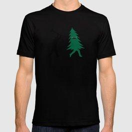 Funny Christmas Tree Hunted by lumberjack (Funny Humor) T-shirt