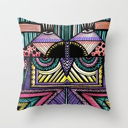 no one loves me neither do i Throw Pillow