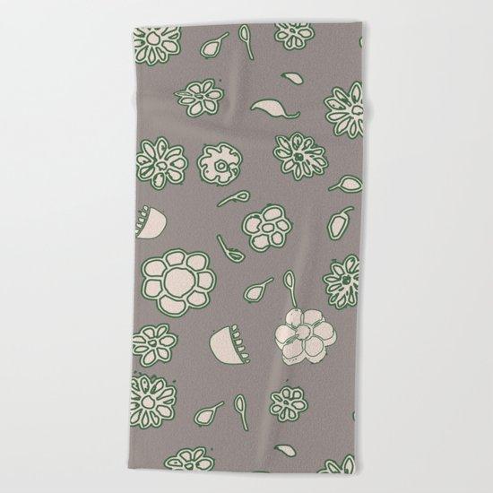 Flower border green Beach Towel