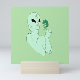 alien s2 broccoli Mini Art Print