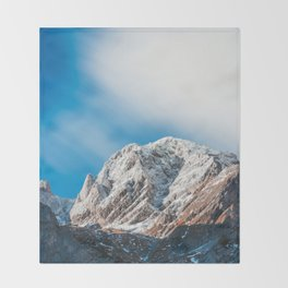 Misty clouds over the mountains Throw Blanket
