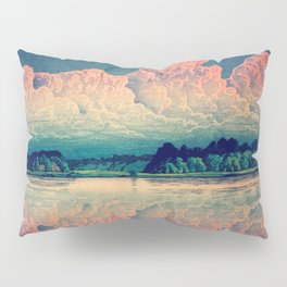 Admiring the Clouds in Kono Pillow Sham