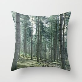 The pines forêt Throw Pillow