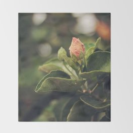 Capullo de Hibisco - Hibiscus bud Throw Blanket