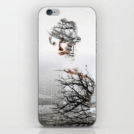 Fantomne de la Défense iPhone Skin