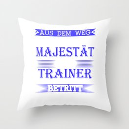"A Great German Tee Saying ""Aus Dem Weg Seine Majestat Der Trainer Betrit Das Gelande"" T-shirt Design Throw Pillow"