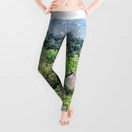 Country Farm | Cute Vineyard Cottage Farming Landscape Rolling Hills Green Mountains Grape Vines Leggings