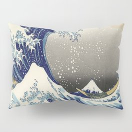seascape painting japanese ukiyo e art the great wave off kanagawa Pillow Sham