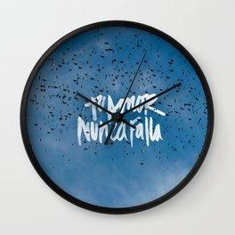 TU AMOR NUNCA FALLA Wall Clock