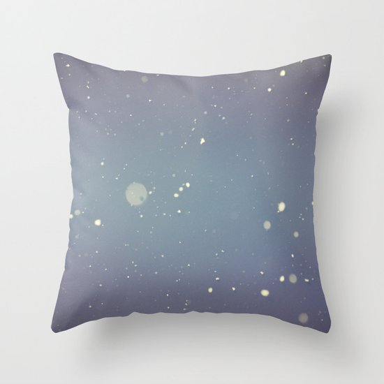 Snow falling down on me Throw Pillow