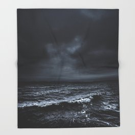 I´m fading Throw Blanket
