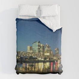 Golden Vienna at night Comforters