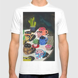 Suspicious mugs T-shirt
