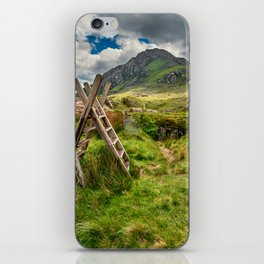 Stile To Tryfan Mountain iPhone Skin