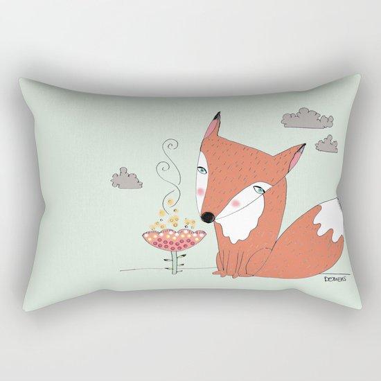 un renard dans la cours Rectangular Pillow