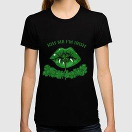 St Patricks Day For Women Green Lips Shamrock Gift T-shirt