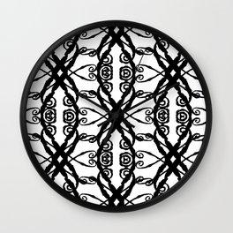 LETTERNS - V - Gigi Wall Clock
