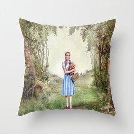 Dorothy & Tóto Throw Pillow