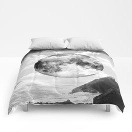 caught in between Comforters