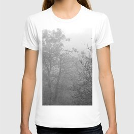 Black and white autumnal naked trees surrounded by fog T-shirt