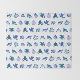 Baby sea turtles Throw Blanket