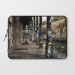 une bouteille trouvée et bu ensembles // and then we found a bottle and drank it together Laptop Sleeve