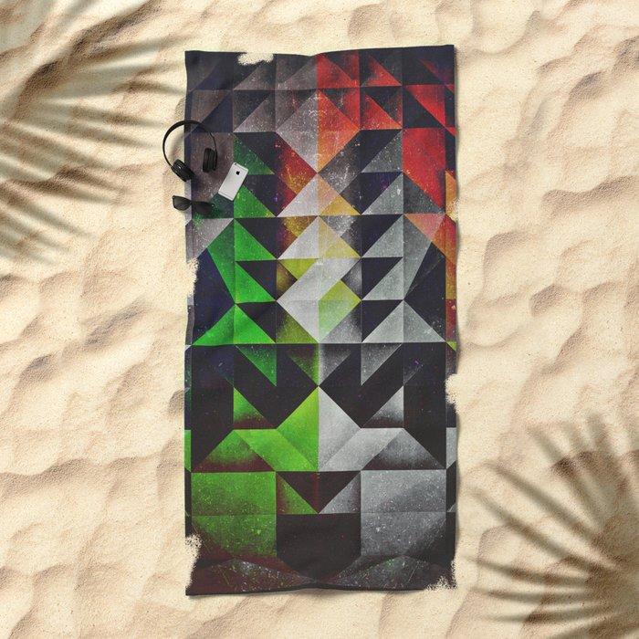 mysshyne trypyrtyte Beach Towel