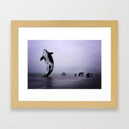 Une Orque dans la Brume Framed Art Print