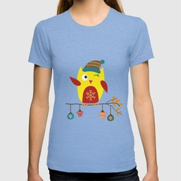 Cute Owl sitting on a branch with christmas baubles, Winter, X-mas Design T-shirt